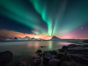 Mountains, aurora polaris, Lofoten, Flakstadøya Island, Norway